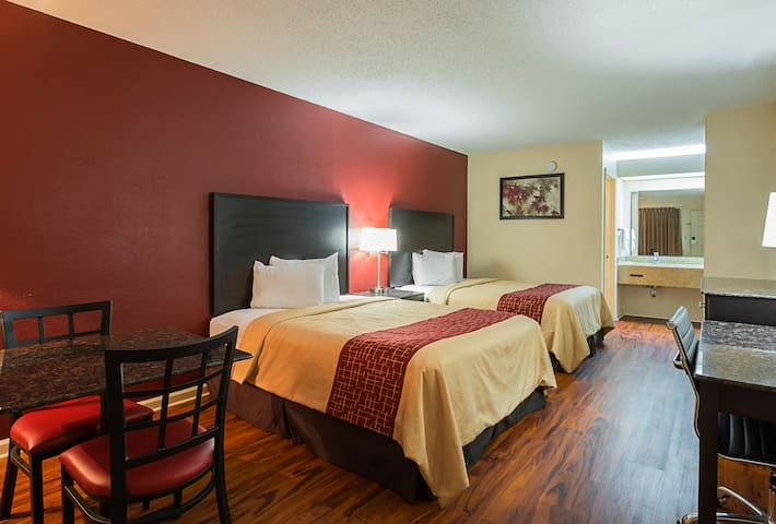 Inn off of Highway 72 - newly renovated! - Scottsboro