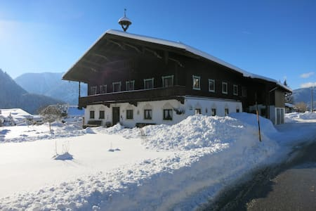 Small Apartmt. in Histor. Farmhouse - Inzell