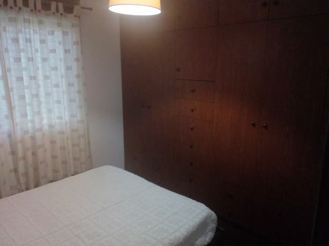 Private room at ten min by train from Porto center