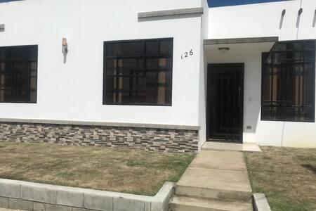 Residencia nueva con excelente ubicacion