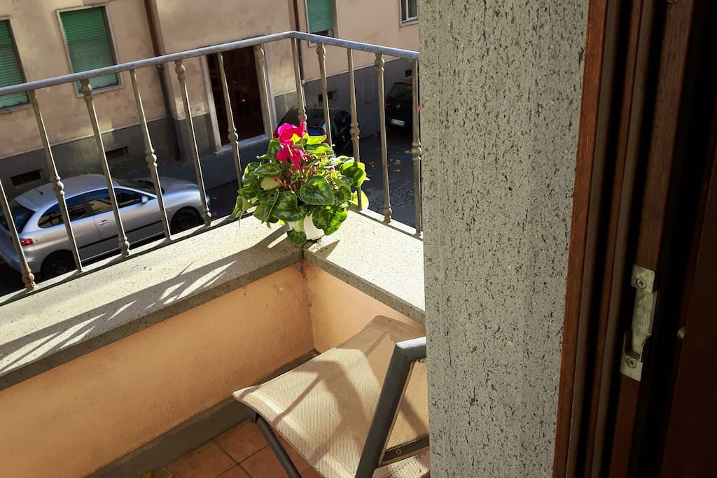 balconcino nel paese