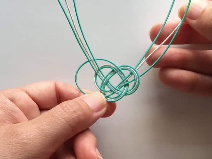 "This is the basic knot ""Awaji-Musubi"""