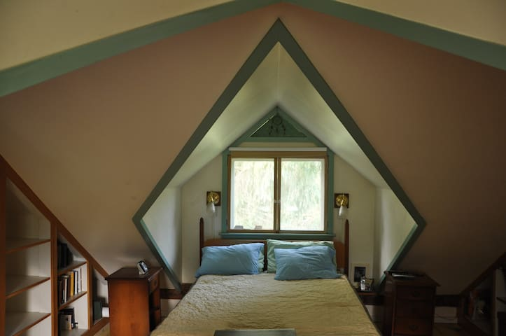 Private bedroom in beautiful Lincoln farmhouse. - Lincoln - Hus