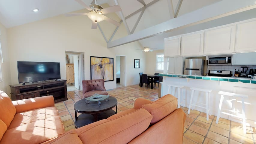 (BI200) An Airy Upstairs Two Bedroom Balboa Island Back Unit