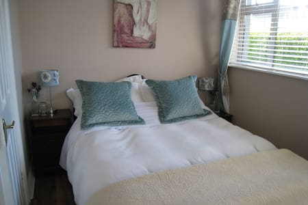 Ennis Double Room (compact) Detached room only.