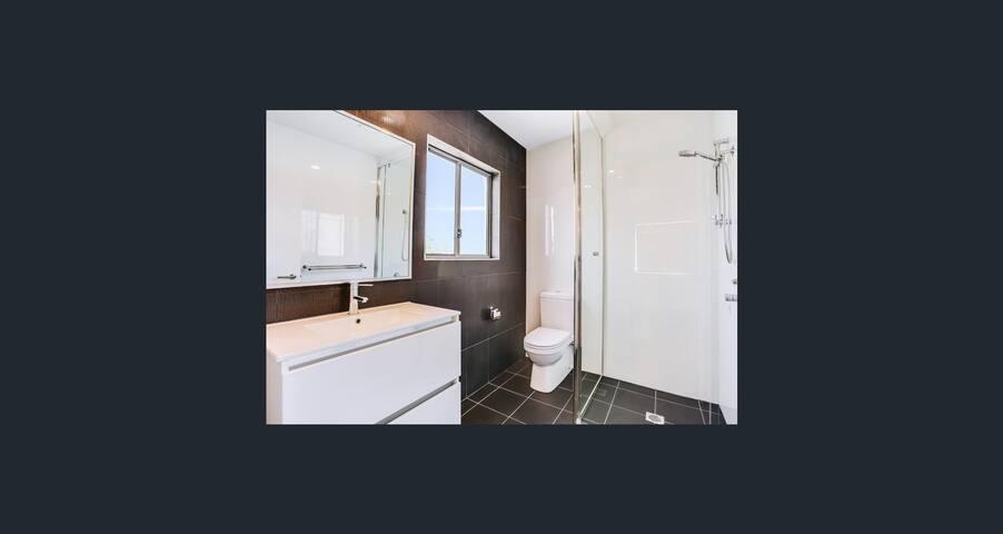Lovely room to rent - Keperra