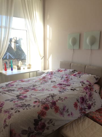 Double bedroom in lovely Morningside - Edinburgh - Apartment