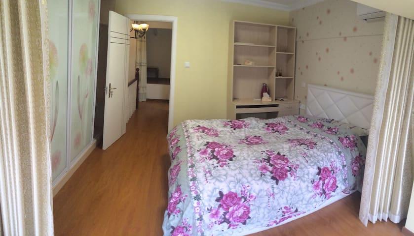 LOFT apartment two bedrooms Line 11 两室挑高公寓 11号线南翔站