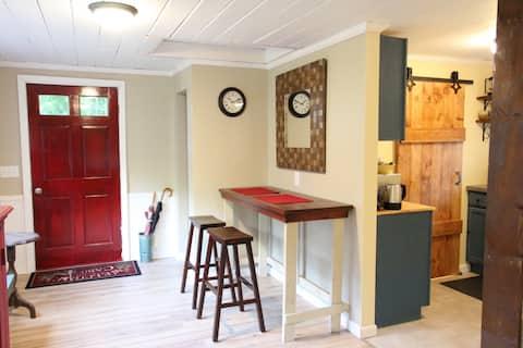 Cozy & Quiet Modern Cottage