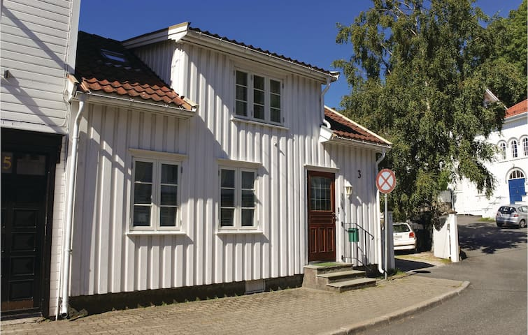 Holiday cottage with 3 bedrooms on 90 m² in Risør