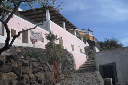 Monolocale Nespolo vicino al mare - Alicudi Porto - Haus