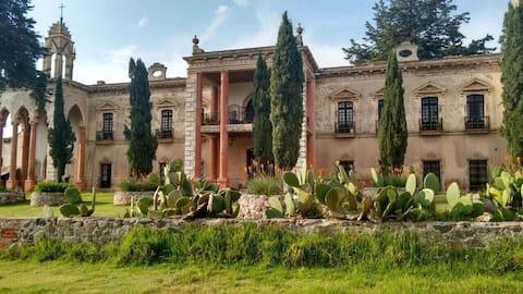 Recamara Colonial en Hacienda San Diego Tlalayote