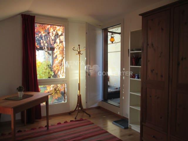 Teil Deines wznderschönen Zimmers.  Part of your beautiful room.