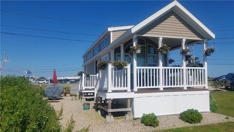 Waterfront Cottage, askelmia Matunuck Oyster Bariin!