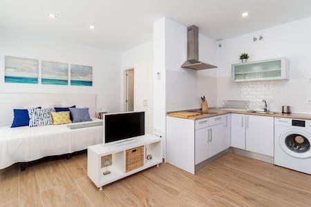 Modernes Einzimmerapartment im Stadtzentrum in Strandnähe mit Klimaanlage