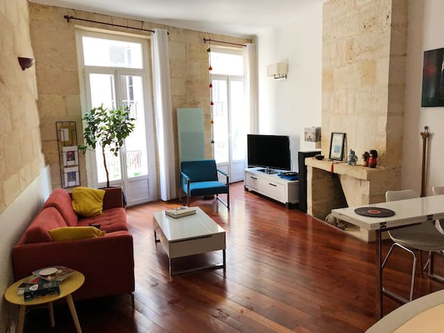BEAUTIFUL CHARMING DUPLEX WITH BALCONY  IN THE DOWNTOWN OF BORDEAUX