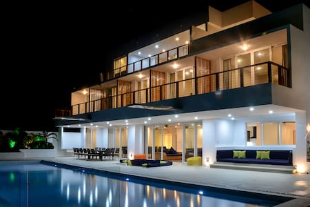 8 bedroom luxury villa with pool - Malay