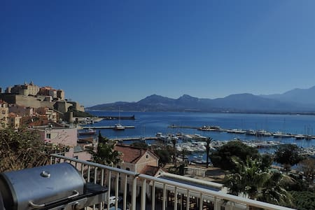 Calvi downtown 5min from the marina