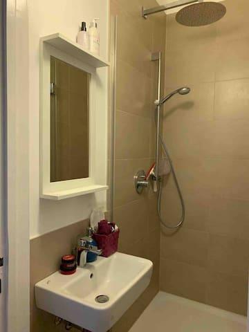 Duschbad mit RegenDusche