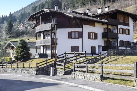 """Beautiful Apartment """"Appartamento 5"""" with Mountain View & Balcony; Parking Available"""