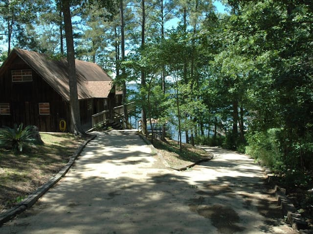 Y Knott Lodge! Relax on the shores of Toledo Bend!