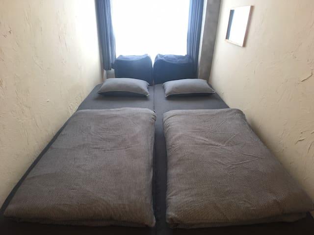 壁薄い203 シングルorツインルーム