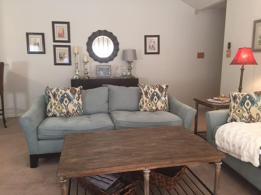 LR2 2 sofas