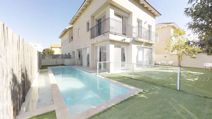 Royal Villa with Private Pool! 6 BDR/5.5 BATH