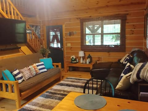 TLC Lakehouse with boat canopy hot tub, fiber wifi