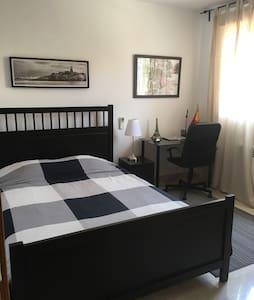 Family Room/Habitación en Familia - Villanueva de la Cañada