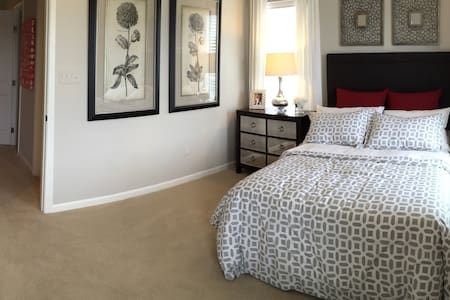 Private Room & Bathroom in New Townhome - Glen Burnie - Rumah