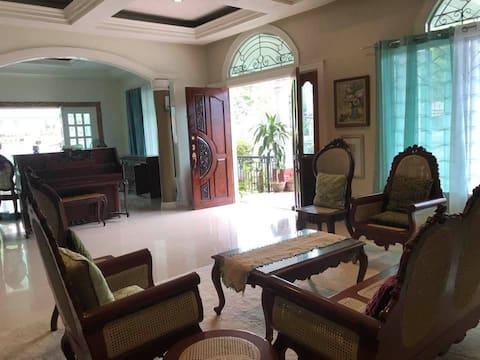 大型3ベッドルームの家-最大9人まで-清潔で安全
