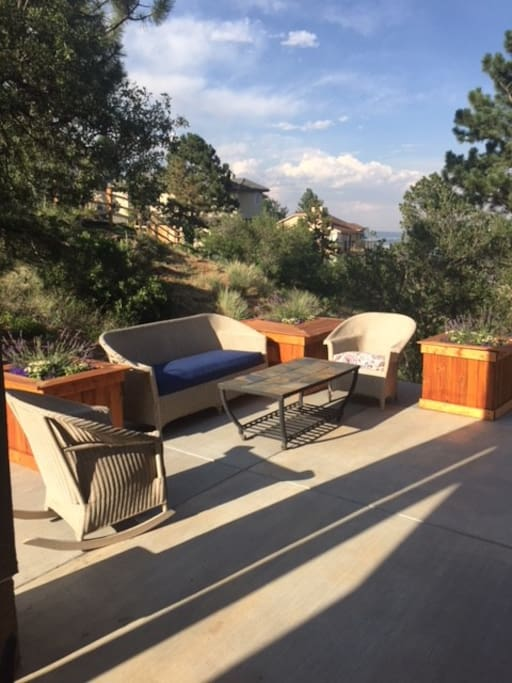 outdoor seating/living area