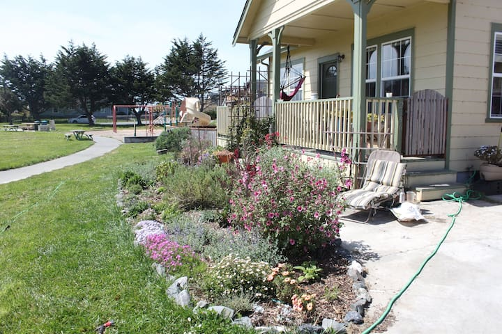 Comfy Garden Home on Residential Park 1350 sq ft