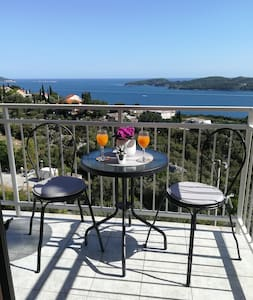 Cozy Apartment with a seaview in Orašac