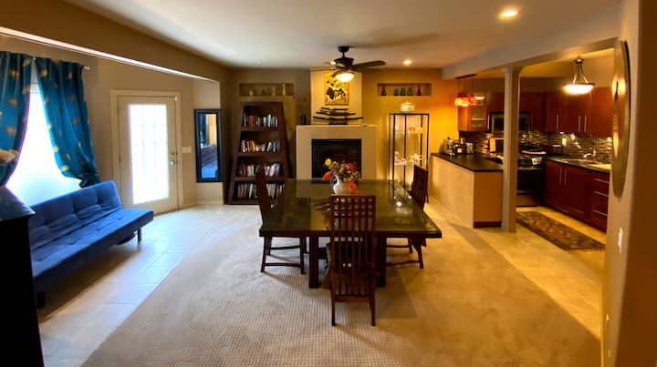 Sunny Private Basement Suite, Walkout+Full Kitchen