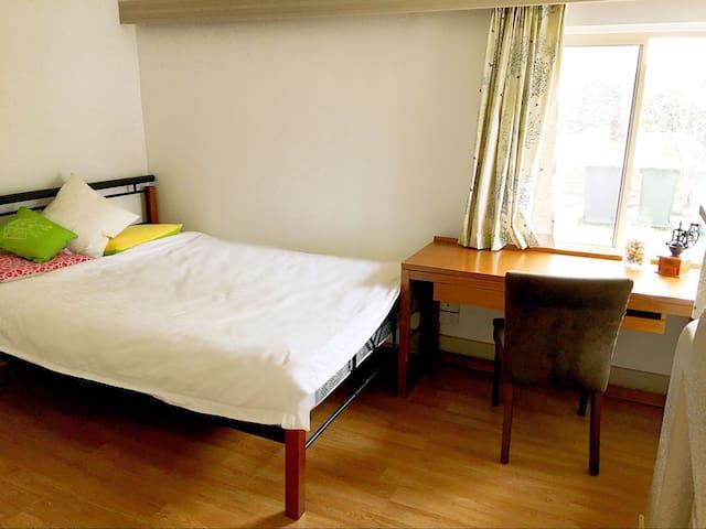 Beautiful,Convenient&quite room in Bentleigh