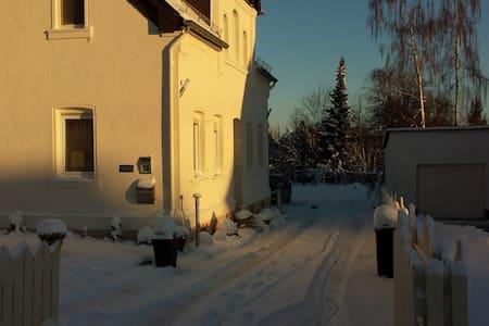 Doppelhaushälfte 100 qm voll möbliert 2 neue Bäder - Ebernhahn - Casa