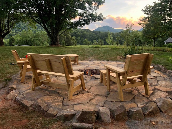 Knotty Pine House:   6 miles to downtown Asheville