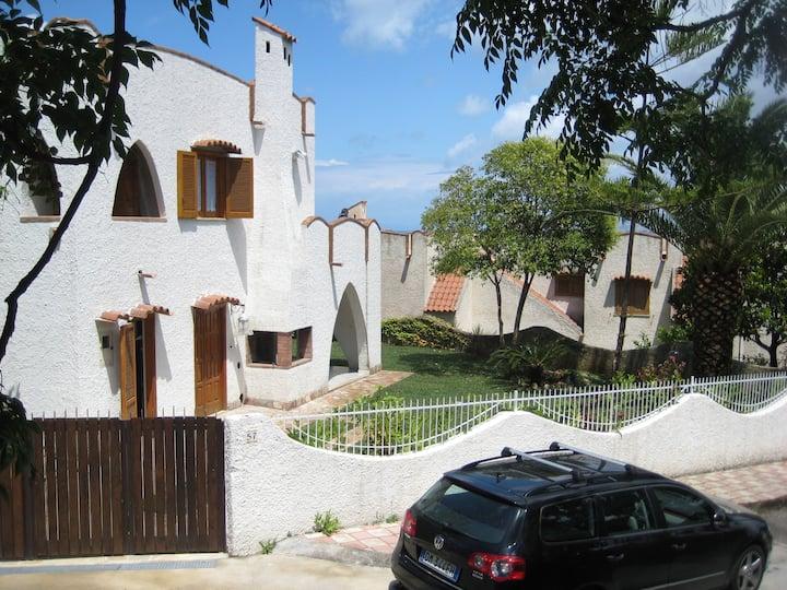 Spendida villa marittima a Cirella in Italia
