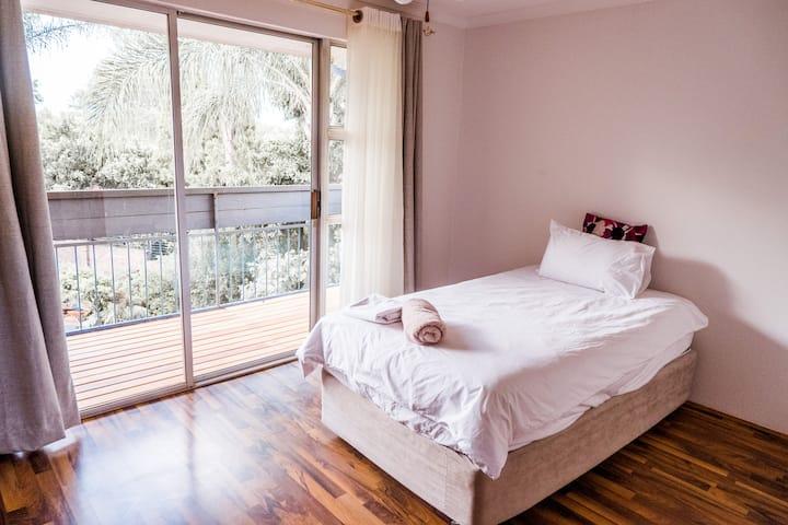 Private Bedroom Marneweck Retreat - Rustic Villa
