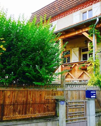 Chambre dans maison avec jardin + petits déjeuners - Saint-Céré - Haus