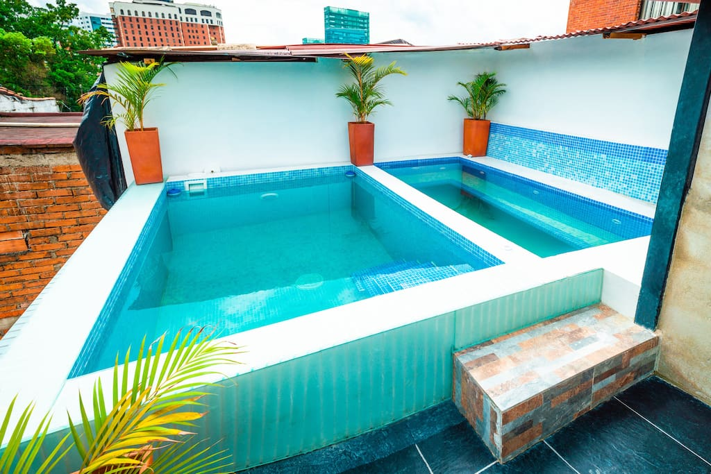 Private Rooftop Pool and 12+Person Jacuzzi