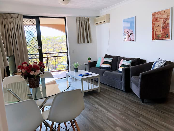 Relaxing holiday apartment @Mermaid Beach Side