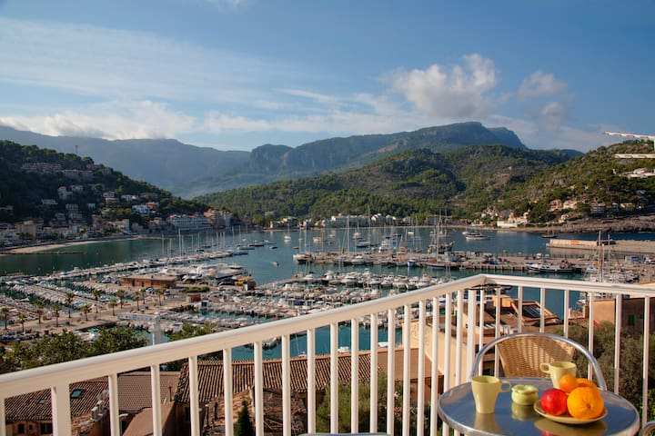 Outstanding view over the bay and the mountains - Sóller