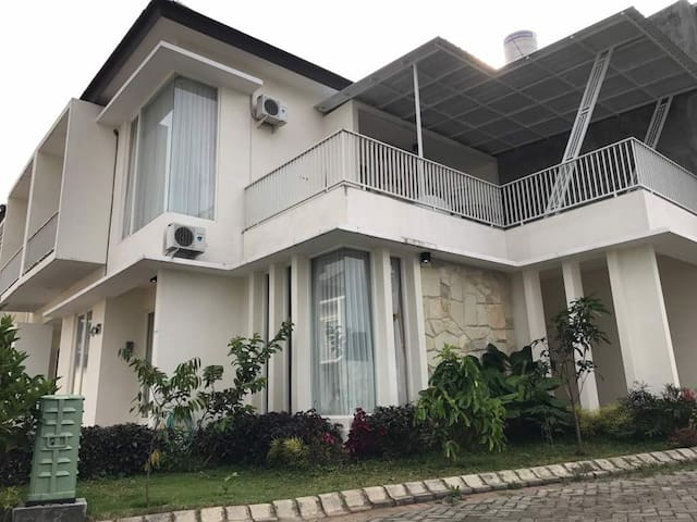 Kencono Villa one step away from Batu Town Square