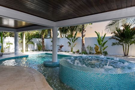 2bedrooms—gulf front view & pool!!!