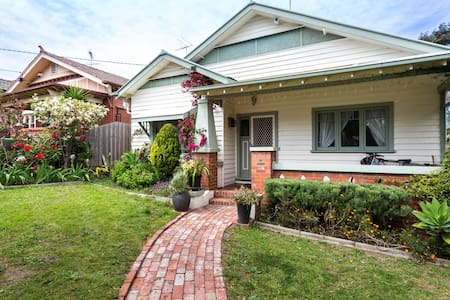 House Of Flowers - Brunswick West - Dom