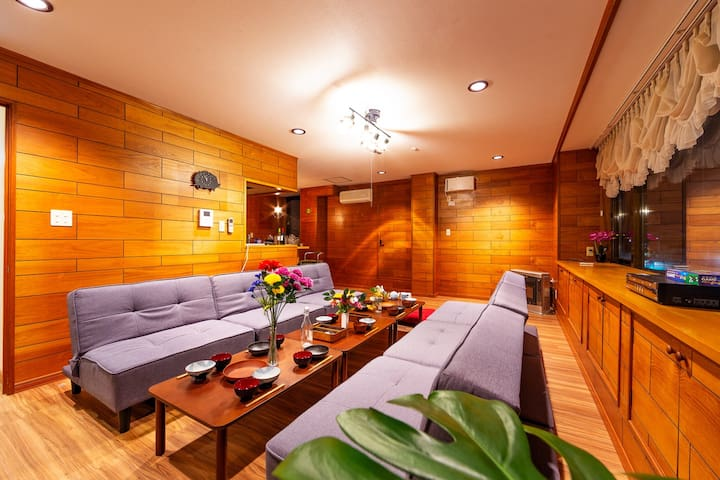 Wooden house. The living room is apt for a lot of people chilling.  The lighting in this space is very sleek, soothing and romantic. Please get your favorite Japanese cuisine and eat here.