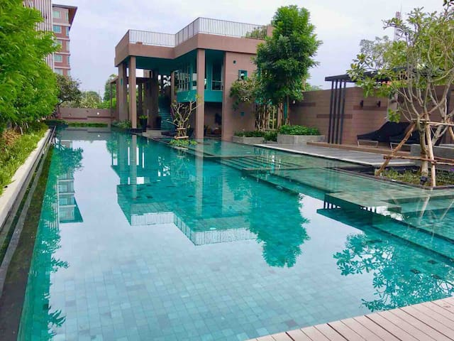Pool view, near beach in heart of Huahin